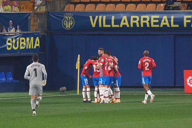 Granada players celebrates the goal of Robert Kenedy during the La Liga Santander mach between Villarreal and Granada at Estadio de la Ceramica on 22 January, 2021 in Vila-real, Spain