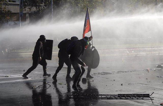 Una nueva manifestacion se realizo en el entro de Santiago de Chile para exigir la libertad de los presos de la revuelta