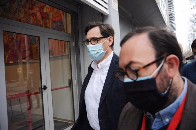 El ministro de Sanidad, Salvador Illa (i), a su llegada al Comité Federal del PSOE celebrado en Barcelona, en Catalunya, (España), a 23 de enero de 2021.