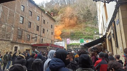 """Cientos de personas se manifiestan en San Sebastián contra la """"represión"""" y la """"criminalización"""" de los jóvenes"""