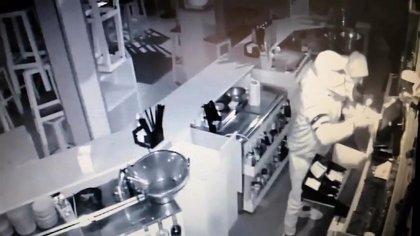 Detenidos en Los Palacios (Sevilla) dos individuos por el robo con fuerza en interior de una cafetería