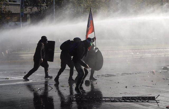 Una nova manifestació a Santiago de Xile per exigir la llibertat dels presos de les mobilitzacions
