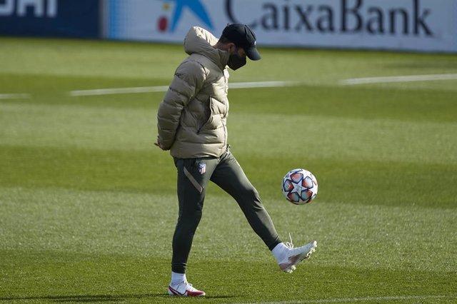 Simeone en el entrenamiento del Atlético
