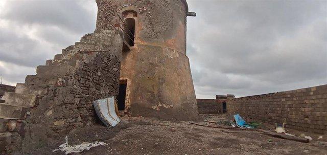 """Cs lamenta el estado """"tercermundista"""" del torreón de Cabo de Gata tras 3 años del concurso para rehabilitarlo"""