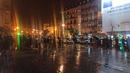 Lanzan botellas a la Ertzaintza en la parte vieja de San Sebastián cuando entraba a disolver a jóvenes de botellón