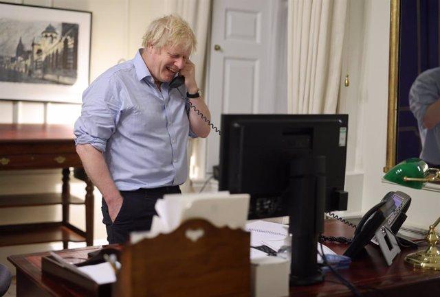 El primer ministro de Reino Unido, Boris Johnson, mantiene una conversación telefónica con el presidente de Estados Unidos, Joe Biden.