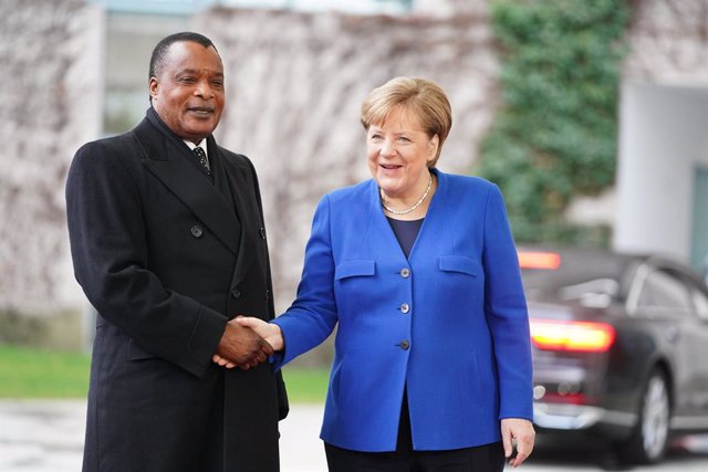 19 January 2020, Berlin: German Chancellor Angela Merkel (R) receives Congolese President Denis Sassou-Nguesso in front of the Federal Chancellery for the International conference onLibya. Photo: Kay Nietfeld/dpa