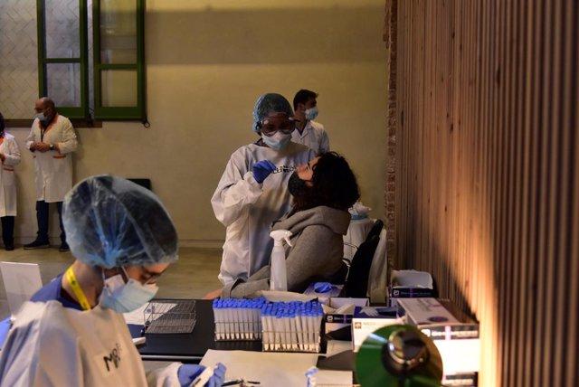 Tests d'antígens de detecció de Covid-19 al Recinte Modernista de l'Hospital de Sant Pau a Barcelona, Catalunya (Espanya), 10 de desembre del 2020.