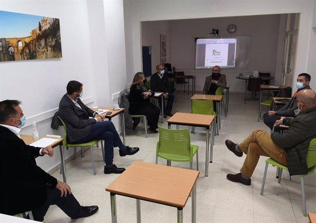 Reunión de Antonio Muñoz con escuelas de español