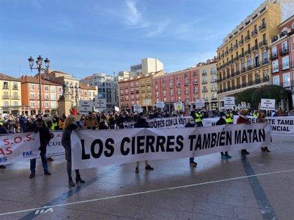 """Centenares de personas exigen en Burgos """"soluciones urgentes"""" a la Junta por sus restricciones"""