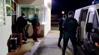 """Los asistentes a una fiesta atacan con piedras a la Guardia Civil al grito de """"pandemia de mierda"""""""