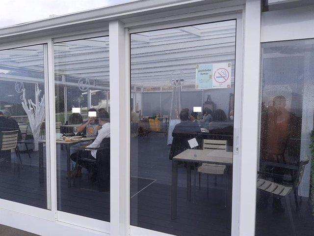 Restaurante de Ferrol precintado por la Policía Local por incumplimientos de la normativa sanitaria.