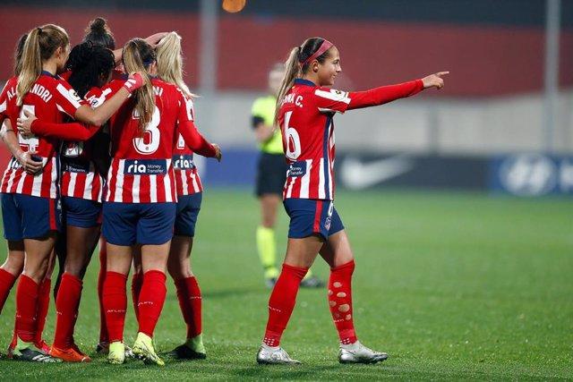 Deyna Castellanos celebra un gol del Atlético de Madrid en la Primera Iberdrola 2020-2021