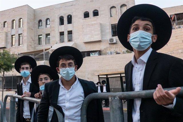Judíos ultraortodoxos en Jerusalén durante la pandemia de coronavirus