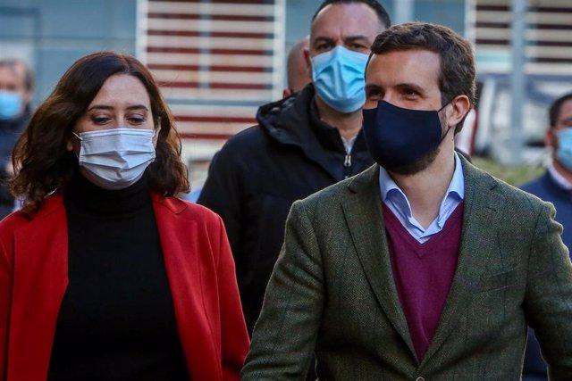 La presidenta de la Comunidad de Madrid, Isabel Díaz Ayuso y el presidente del Partido Popular, Pablo Casado, el pasado 4 de enero