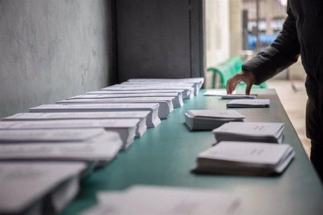 Papeletas en un colegio en Barcelona. Foto de archivo.