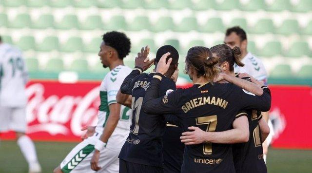 Els jugadors del Barça celebren el primer gol contra l'Elx