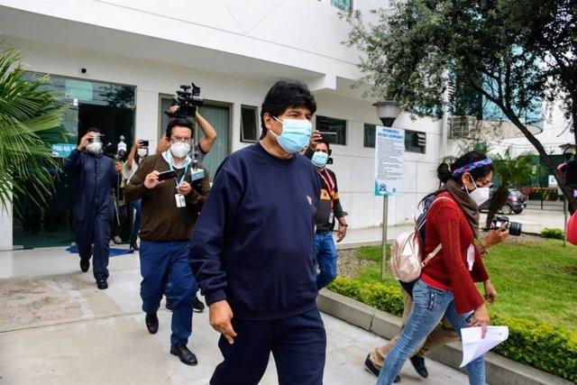 El expresidente boliviano Evo Morales tras recibir el alta después de doce días hospitalizado por coronavirus