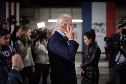 Biden y Macron acuerdan fortalecer las relaciones en una llamada telefónica