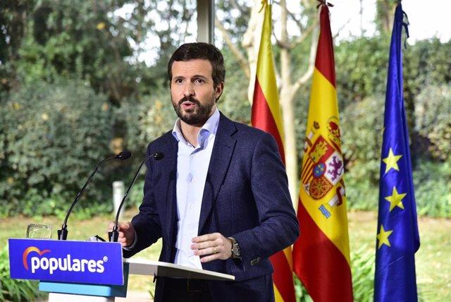 El líder del PP, Pablo Casado, interviene en el acto de presentación de la candidatura del PPC a las próximas elecciones catalanas que lidera Alejandro Fernández, en Barcelona, Cataluña, (España).