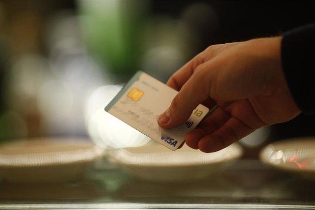 tarjetas de crédito, débito, banco, bancos, entidades financieras, comisión, comisiones, compras, comprar, cajero, consumo, consumir