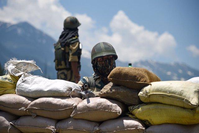 Un militar indio en la zona en disputa de Ladaj