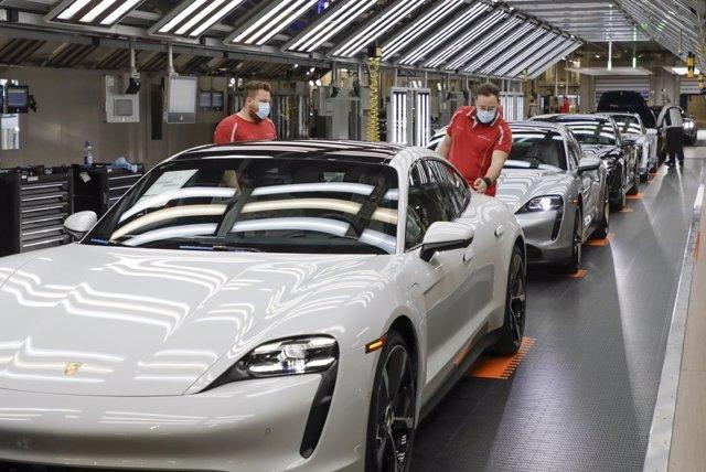 Imagen de una fábrica de Porsche.