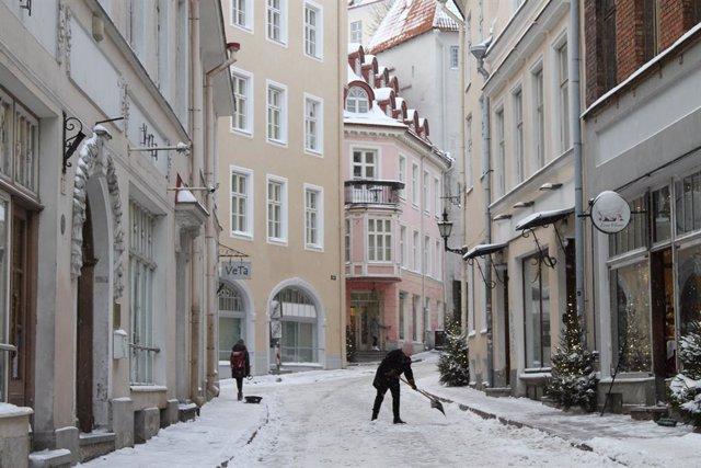 Calle nevada en Tallín