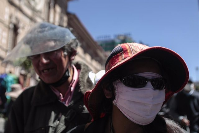 22 September 2020, Bolivia, La Paz: Visually impaired people take part in a protest to demand financial support amid the coronavirus pandemic. Photo: Gaston Brito/dpa