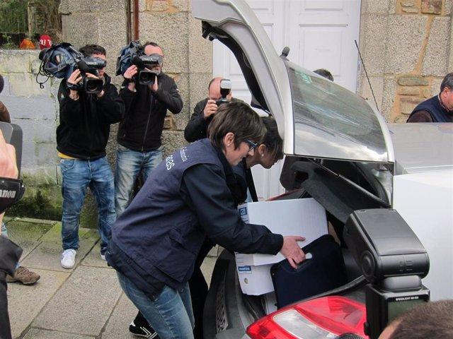 Agentes de Aduanas se llevan documentación de casa de Conde Roa