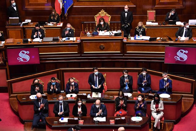 19 January 2021, Italy, Rome: Italian Prime Minister Giuseppe Conte (C) delivers a speech at the Senate, ahead of a vote of confidence following a breakdown of government alliances after the Italia Viva party of former prime minister Matteo Renzi decided