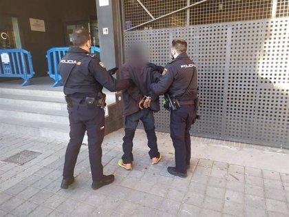 Detenido 'in fraganti' en el interior de una vivienda tras amenazar en la puerta al propietario