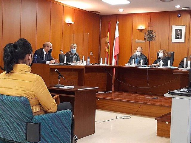 Trabajadora de un club de alterne de Cantabria acusada de estafar casi un millón de euros a un cliente, en el juicio contra ella
