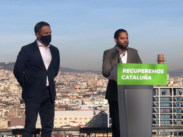 El presidente de Vox, Santiago Abascal, junto a su candidato al 14-F, Ignacio Garriga
