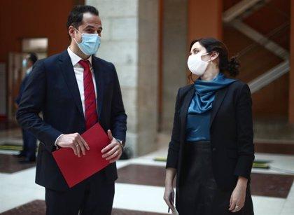 """Ayuso cree que el principal problema de España es que """"no hay vacunas"""" e insta al Gobierno a que busquen más"""