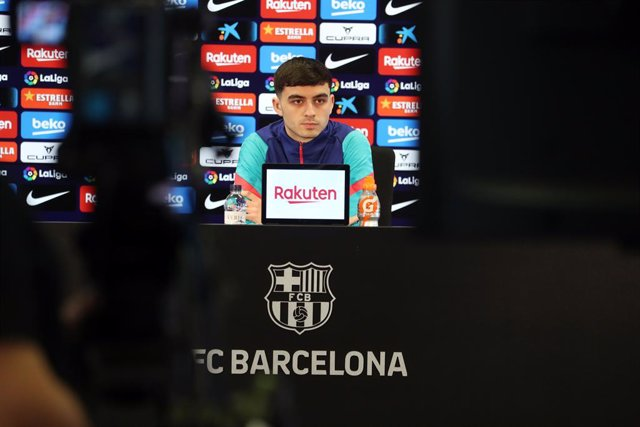 El jugador del FC Barcelona Pedri en rueda de prensa