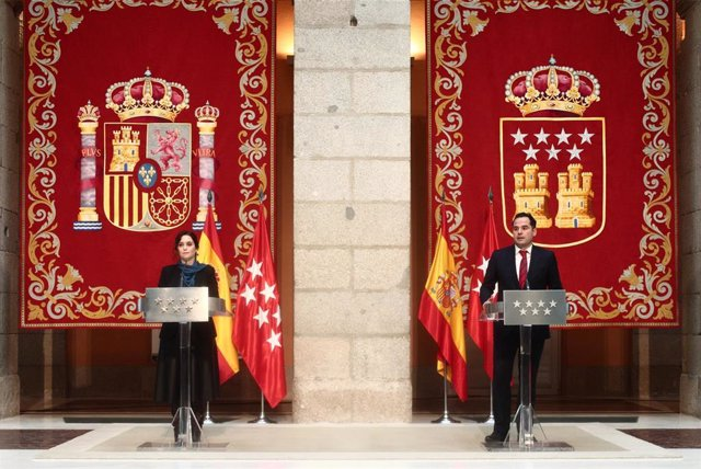 La presidenta de la Comunidad de Madrid, Isabel Díaz Ayuso y el vicepresidente de la Comunidad, Ignacio Aguado comparecen en la Real Casa de Correospara informar sobre los Presupuestos para 2021, en Madrid (España), a 25 de enero de 2021.