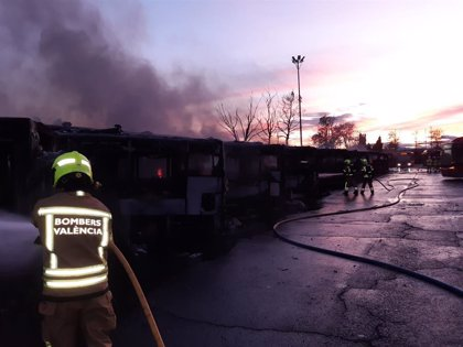 La Policía cree que el incendio de la EMT Valencia no fue intencionado y apunta a un problema eléctrico en un bus