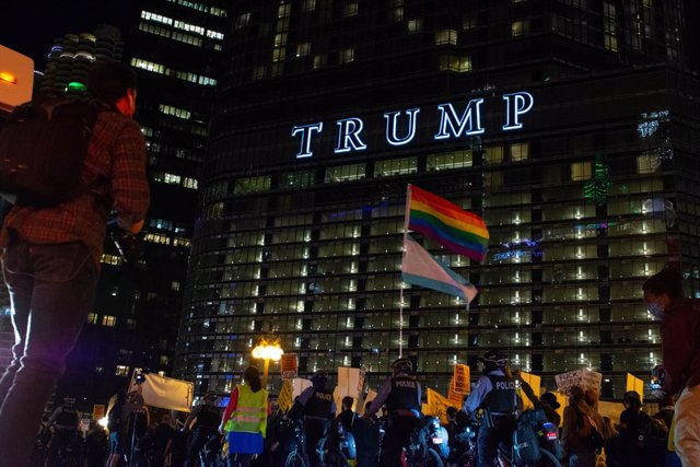 04 November 2020, US, Chicago: Protesters march past the Trump International Tower and Hotel in downtown Chicago amid the still contested USPresidential election. Photo: Dominic Gwinn/ZUMA Wire/dpa