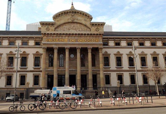 Facultat de Medicina de la UB, a Barcelona, en una imatge d'arxiu.