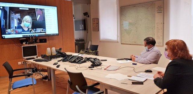 La delegada de Govern en la reunió per a analitzar les noves mesures anticovid