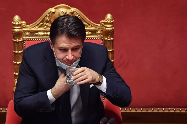 19 January 2021, Italy, Rome: Italian Prime Minister Giuseppe Conte drinks water during his speech at the Senate, ahead of a vote of confidence following a breakdown of government alliances after the Italia Viva party of former prime minister Matteo Renzi