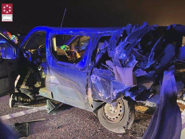 Ocho hombres resultan heridos tras accidentarse una furgoneta en la A-7 en Almenara