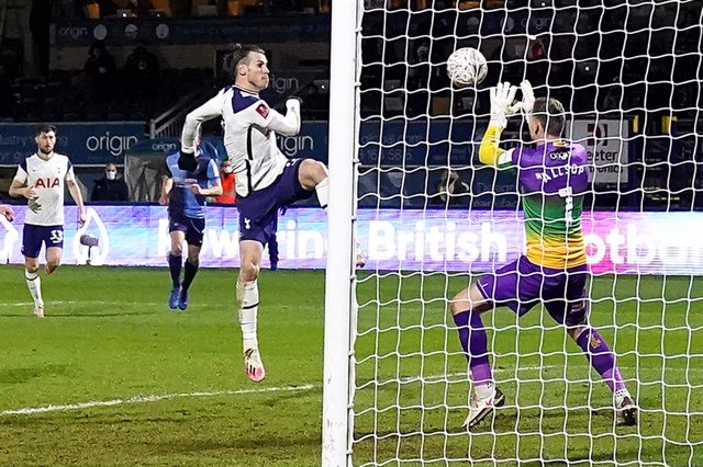 25 January 2021, United Kingdom, Wycombe: Tottenham Hotspur's Gareth Bale (C) scores his side's first goal during the English FA Cup fourth round soccer match between Wycombe Wanderers and Tottenham Hotspur at Adams Park. Photo: John Walton/PA Wire/dpa