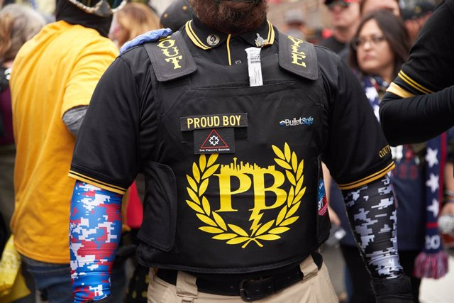 """12 December 2020, US, Washington Dc: A member of the the far-right, neo-fascist and male-only political organization """"Proud Boys"""" takes part in a protest in support of US President Donald Trump. Photo: Allison Dinner/ZUMA Wire/dpa"""
