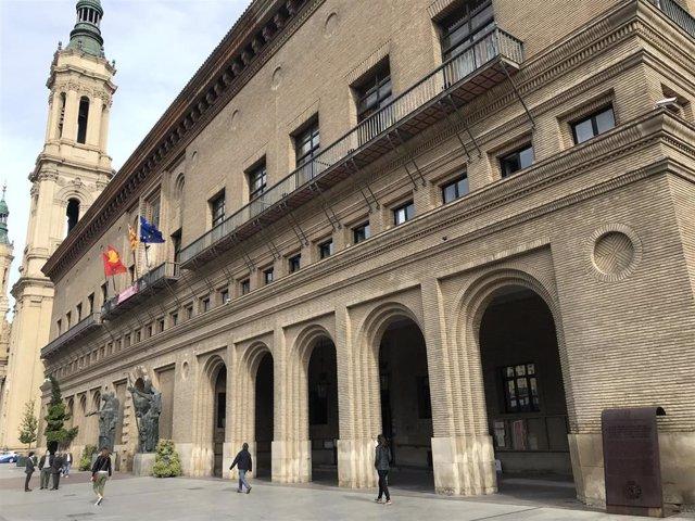 El Ayuntamiento de Zaragoza desde el lateral derecho