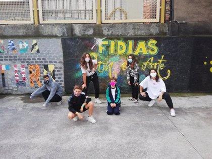 Artea entrega 5.000 euros a la Fundación Fidias, gracias a la iniciativa navideña 'El árbol de los deseos solidarios'