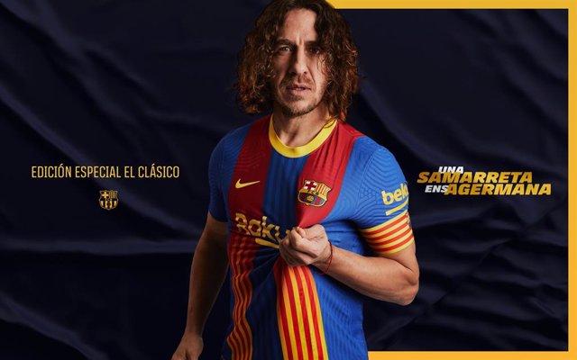 El exjugador del FC Barcelona Carles Puyol presenta la camiseta especial para el Clásico de la temporada 2020/21, que aúna los colores del club y de la 'senyera' de Catalunya
