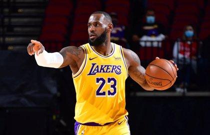 LeBron honra a Kobe con una actuación suprema en la victoria de los Lakers