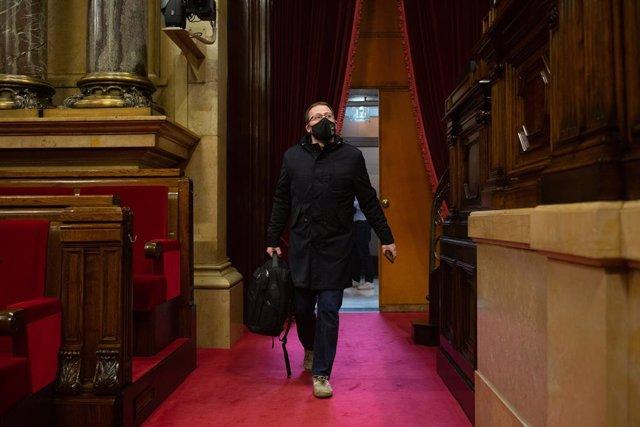 El diputat de la CUP Vidal Aragonés en la Diputació Permanent del Parlament